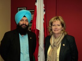 Sukhjit Singh & Honourable Mayor Linda Jeffrey - City of Brampton
